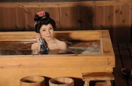 由美かおるさん入浴シーン