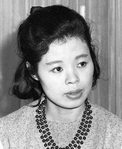 市原悦子さん。1964年5月